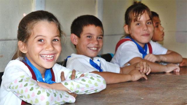 Niñas y niños de una escuela primaria de Cascarrero, en la provincia de Las Tunas. (Foto AIN/Yaciel Peña de la Peña)