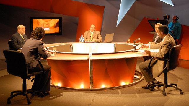 El impacto que tiene la crisis económica mundial ocupó el debate a los panelistas de la Mesa Redonda con la conducción de Randy Alonso.