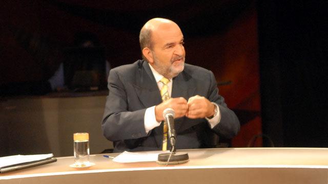 Osvaldo Martínez, Presidente de la Comisión de Asuntos Económicos del Parlamento cubano, resumió que el desempleo, el descenso de ingreso y reducción de demanda son tres elementos engranados dentro del proceso de la situación económica actual.