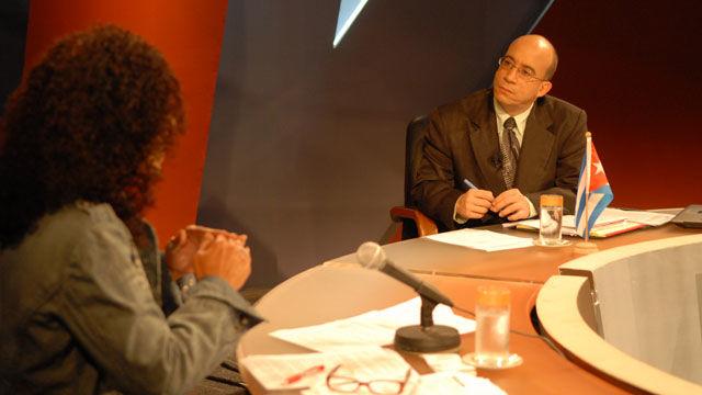 La periodista Marina Menéndez citó alertas médicas que llaman a afrontar riesgos de epidemias en Haití y la llegada de expertos cubanos que contribuirán in situ al saneamiento medioambiental y a combatir plagas y vectores