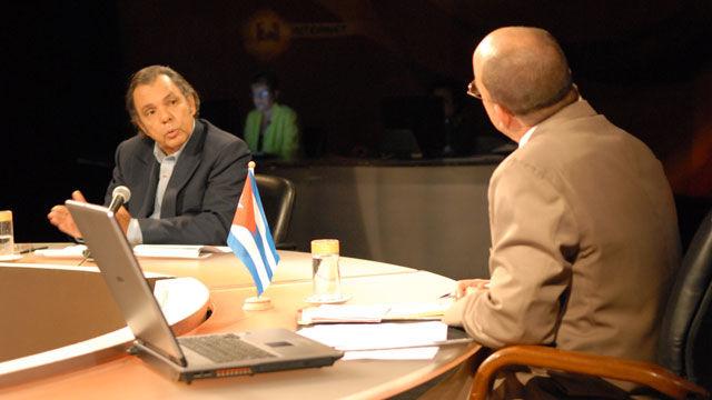 El doctor Jorge Hernández, de la Universidad de La Habana, indicó que su política se define por ambigüedades, contradicciones y ambivalencias, mientras se advierten pasos que se alejan del proyecto neoconservador de su antecesor W. Bush
