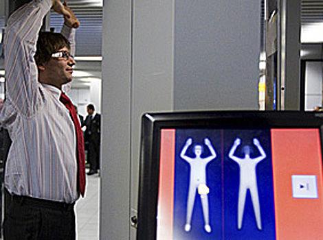 Uso de escáneres corporales puede ser ilegal, según Comisión Derechos Humanos. (AP Photo/Cynthia Boll)
