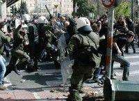 Aumenta la violencia contra los manifestantes en Grecia