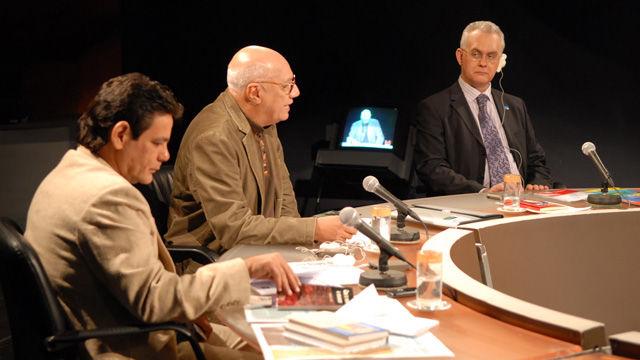 Dos poetas, el cubano José Lezama Lima y el español Miguel Hernández, cuyos centenarios se cumplen este año, serán homenajeados en la XIX edición de la Feria del Libro, explico Víctor Casaus