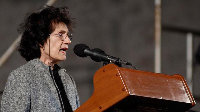 La doctora María del Carmen Barcia interviene en la ceremonia inaugural de la XIX Feria Internacional del Libro Cuba 2010