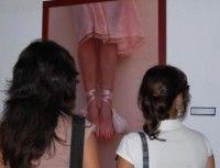 """La exposición """"Alas con Puntas"""", de veinte artistas contemporáneos cubanos fue inaugurada por el especialista del lente Roberto Chile, en la casa de cultura Bonifacio Borne, en la ciudad de Matanzas, el 2 de febrero de 2010. AIN FOTO/Marisol RUIZ SOTO"""