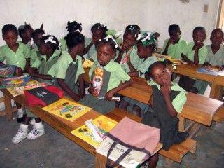 Autoridades haitianas pretenden reanudar las clases en abril