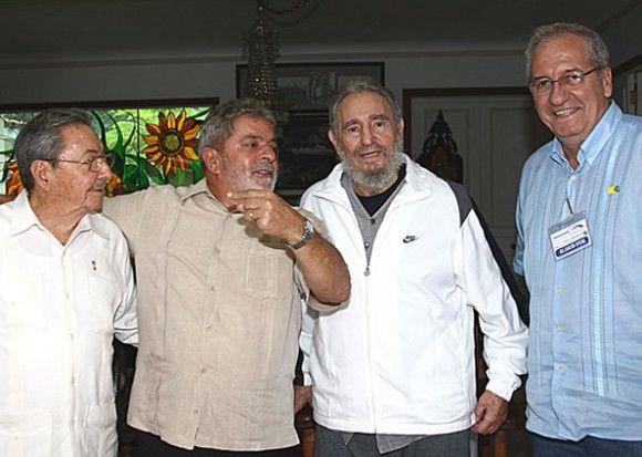Raúl, Lula, Fidel y el ministro da Secretaría Especial de Comunicación de la Presidencia de Brasil, Franklin Martins. (Foto: Ricardo Stuckert/Presidencia Brasil)