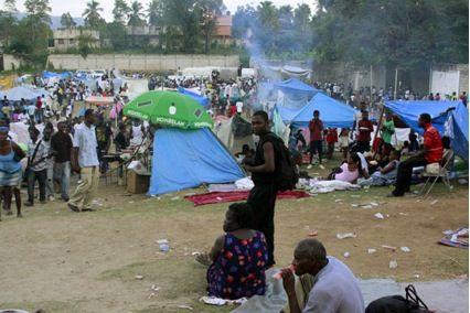 La prevención de enfermedades, transmitidas por insectos y plagas, está cobrando también una mayor importancia puesto que muchos haitianos se refugian todavía en campamentos improvisados.