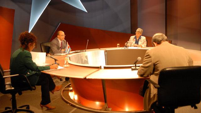 La analista Nidia Díaz comentó que EE.UU. presiona a la comunidad internacional para que reconozca al gobierno de Lobo, ya aceptado por el parlamento centroamericano, excepto Nicaragua