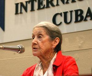 Nadine Gordimer escritora sudafricana ganadora del premio Nóbel de literatura en 1991, ofrece conferencia de prensa en apoyo a la causa de los cinco héroes AIN FOTO/Sergio ABEL REYES