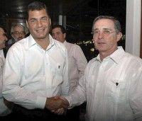Los Presidentes Rafael Correa (d) de Ecuador y Alvaro Uribe (i) de Colombia. Foto de Archivo