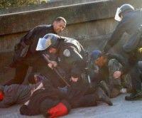 Estudiantes norteamericanos golpeados brutalmente por la policía en California