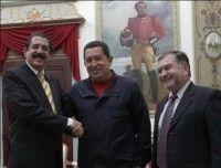 Hugo Chávez sostuvo este viernes una reunión con el presidente constitucional de la República de Honduras, Manuel Zelaya, en el Palacio de Miraflores, en Caracas.