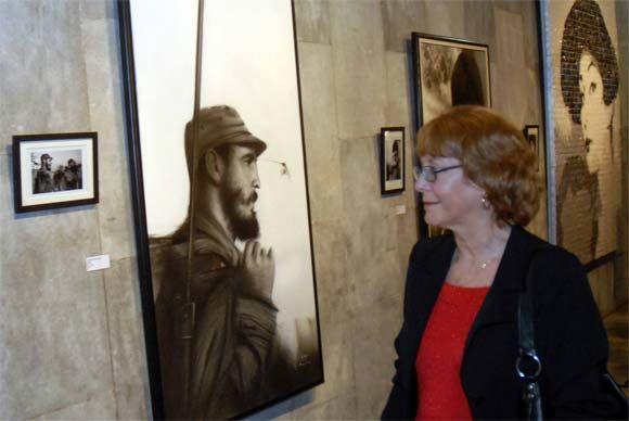 """Diana Díaz, hija del destacado fotógrafo cubano Alberto Díaz (KORDA), durante a muestra """"Sencillamente Korda"""", abierta en el Memorial José Martí, en La Habana, el 12 de marzo de 2010. AIN Foto: Marcelino VAZQUEZ HERNANDEZ"""