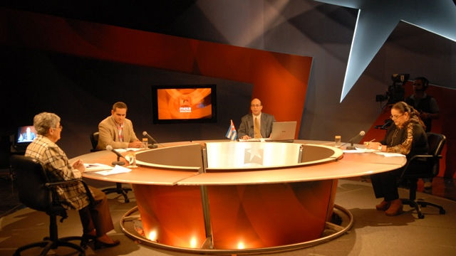 Panelistas de la Mesa Redonda de la televisin y la radio cubanas destacaron este lunes la trascendencia del  magno evento, que sesionaba al cierre del foro radiotelevisado