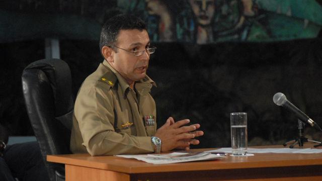 El teniente coronel Gustavo Álvarez, jefe de la Defensa Civil en Santiago de Cuba, explicó en la Mesa Redonda todo lo previsto para salvaguardar la vida de la población ante la ocurrencia de un sismo en ese territorio