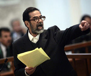 """Saddam Hussein durante el """"juicio"""" que se le hizo en Iraq. Foto: Archivo"""