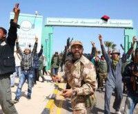 Choques entre rebeldes libios y leales a Gaddafi