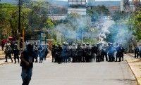 La represión del régimen de Porfirio Lobo Sosa ha sido a nivel nacional y comenzó en Comayagua, donde la policía dispersó a los manifestantes con balas vivas y gases lacrimógenos.