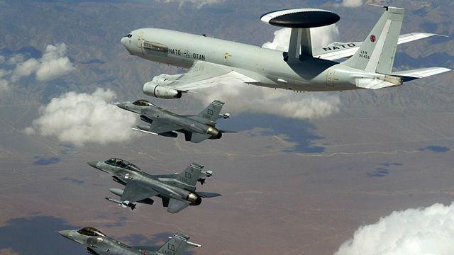 En dos días la OTAN tendrá un total control de las acciones agresivas bajo el comando del general canadiense Charles Bouchard. Aviones  AWACS de la OTAN