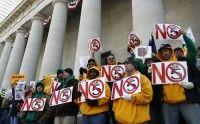 Mientras se realizaba la votación en el Capitolio de Columbus, manifestantes se hicieron presentes en la sala de la audiencia para expresar su oposición a la propuesta. La movilización también se escenificó en las afueras del recinto. (Getty Images)