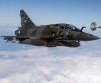 Un caza francés Mirage 2000 D se prepara para la incursión en Libia. Foto EFE