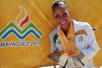 Atleta mexicana del equipo nacional de nado sincronizado