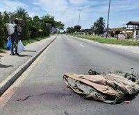 """Cadáveres arrojados en una calle de Abiyán. las fuerzas pro-Ouattara protagonizaron """"ejecuciones sumarias"""" y """"violaciones"""" contra personas vinculadas con Gbagbo. Foto: Getty Images"""