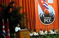 Raúl lee el informe Central del VI Congreso del Partido Comunista de Cuba. Foto Marcelino Vázquez/ AIN