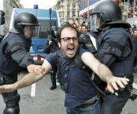 Brutalidad en Barcelona. Foto EFE