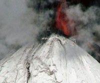 Volcán chileno entra en erupción