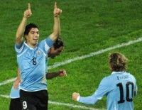 Luis Suárez, celebra el primer gol del partido. Foto AFP