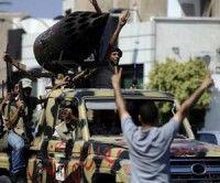 Rebeldes libios celebran su avance sobre Trípoli este martes
