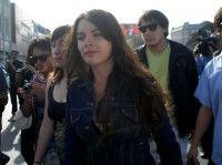 Camila Valllejo encabeza la marcha que se desarrolla con tranquilidad. Foto: UPI