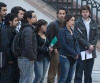 Los estudiantes chilenos, movilizados desde el pasado mayo en demanda de una educación pública gratuita y de calidad, aceptaron escuchar una nueva propuesta del Gobierno, pero sin deponer sus movilizaciones.