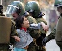 Violencia de carabineros contra estudiantes en Chile