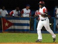 Alfredo Despeigne, en el primer juego de preparación entre los equipos de béisbol de Cuba y Puerto Rico, en el estadio Latinoamericano, en La Habana, el 15 de septiembre de 2011. AIN FOTO / Marcelino VAZQUEZ HERNANDEZ/