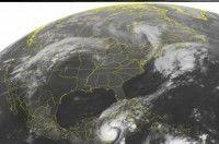Imagen de satélite de la Administración Nacional del Océano y la Atmósfera (NOAA), tomada el martes 25 de octubre de 2011 a las 00:00 horas de la costa este, mostrando al huracán Rina acercándose a la península de Yucatán, México. Foto: AP/Weather Underground
