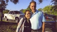 Irmita junto a su padre René González a la salida de la cárcel el 11 de octubre de 2011. Foto: Cortesia de la familia