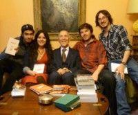 Estudiantes chilenos junto a Stéphane Hessel