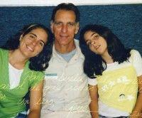 René junto a sus hijas
