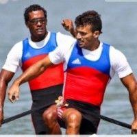 La canoa doble de los cubanos Karel Aguilar y Serguey Torres