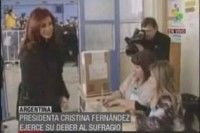 Cristina Fernández ejerciendo su derecho al voto. Foto TeleSur