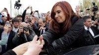 Cristina Fernández saludando al pueblo argentino
