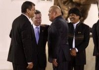 Hugo Chávez conversa con Rafael Correa, Juan Manuel Santos y Evo Morales
