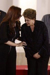 Cristina Fernández conversa con Dilma Rousseff, mandatarias de Argentina y Brasil