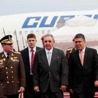 Raúl-Castro-es-recibido-por-Elías-Jaua
