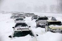 En esta fotografía de archivo del 2 de febrero de 2011 se ven cientos de autos atrapados en la nieve en Lake Shore Drive en Chicago luego de una tormenta de nieve de proporciones históricas. Foto: AP/Kiichiro Sato