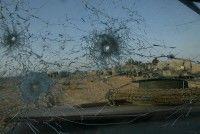 Los agujeros de bala en el parabrisasde un Humvee de Marines de EE.UU. 23 de marzo 2003 en la ciudad meridional iraquí de Nasiriya. Foto: Joe Raedle / Getty Images